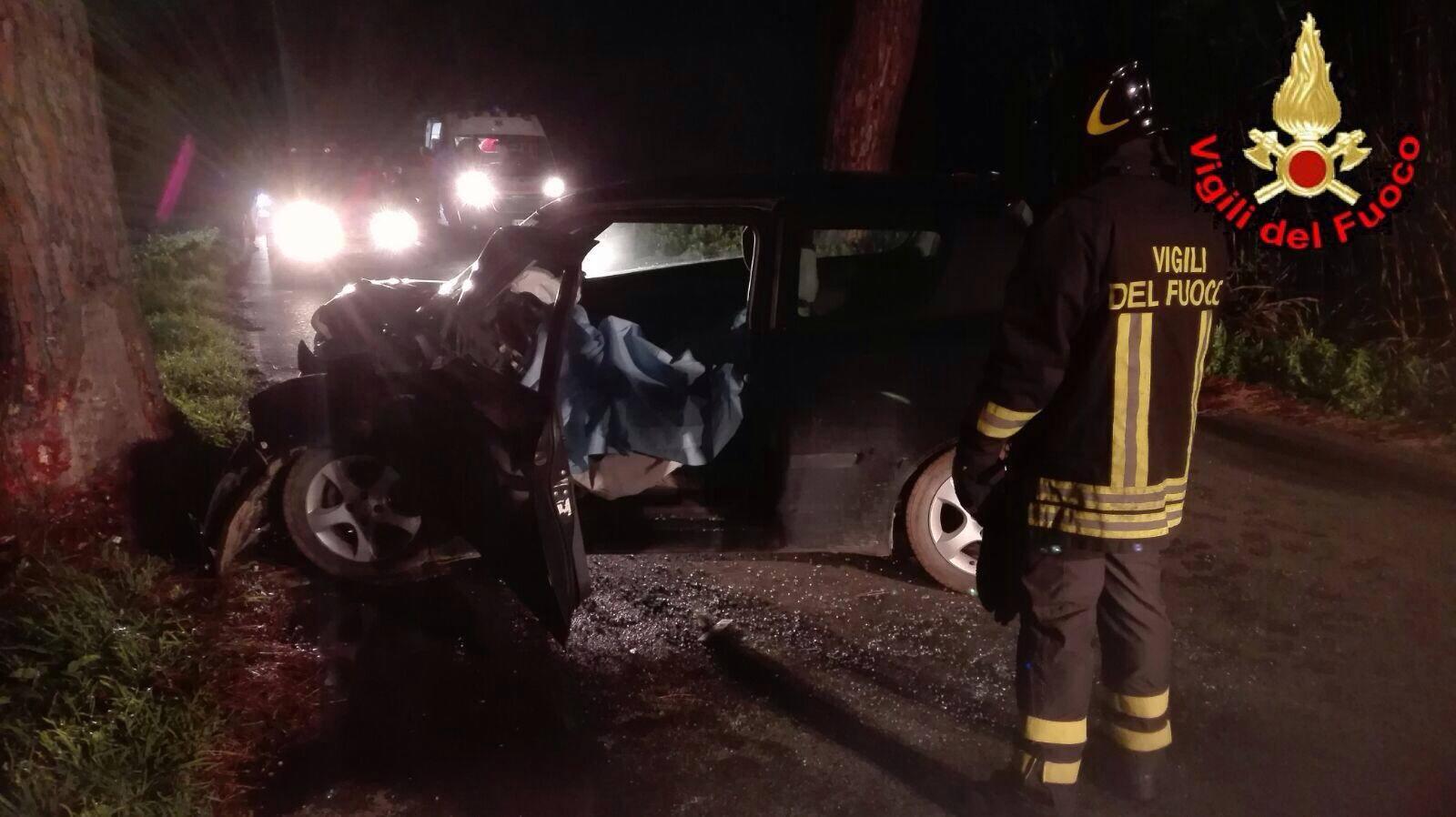 Lecce, tremendo incidente stradale nella notte, muore il 27 enne Anthony Toma, quattro i feriti