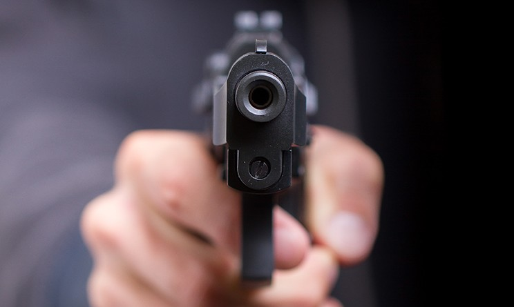 Bari, era pronto ad uccidere aveva una pistola con il colpo in canna, uomo fermato in un frequentatissimo bar