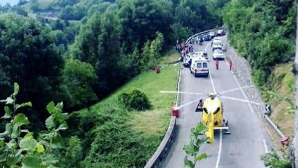 Immane tragedia in una gara di rally auto esce di strada e piomba su alcune persone, un morto e un ferito gravissimo