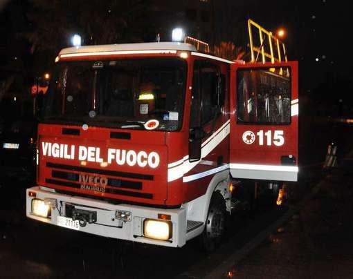 Bari, a fuoco sotterranei hotel Ambasciatori il fumo invade la palestra McFIT, terrore tra frequentatori