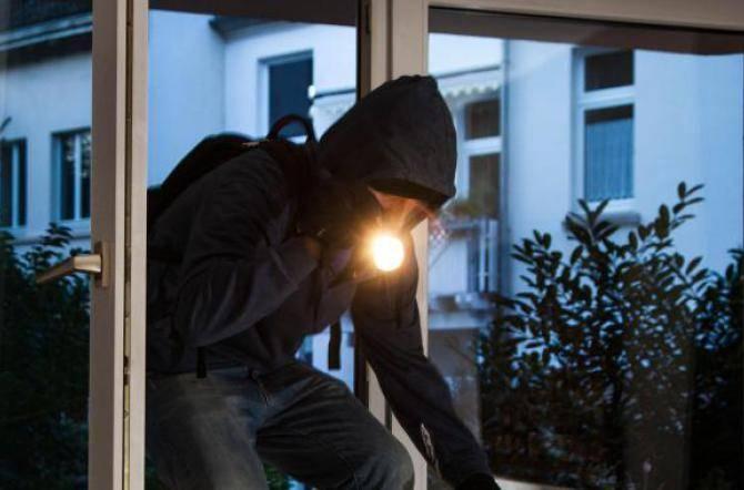 Arrestato noto avvocato e imprenditore, rubava in casa della sua ex