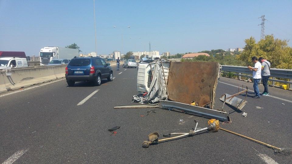 Tangenziale di Bari, gravissimo incidente tra furgone Multiservizi e Micra, ultimi aggiornamento sullo stato di salute tre feriti
