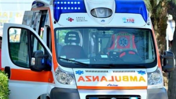Puglia, incidente tra auto e moto, due centauri gravi uno lotta tra la vita e la morte
