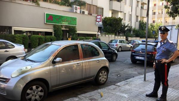 Puglia, macabra scena per strada, trovata auto ricoperta di sangue, ferito un 39enne