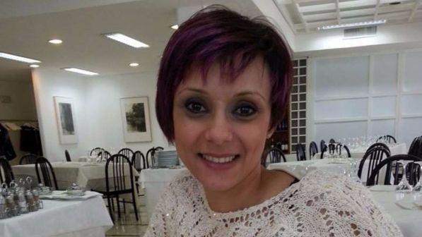 Sotto gli occhi del marito donna muore travolta da pirata della strada, gravissima la figlia di 6 anni