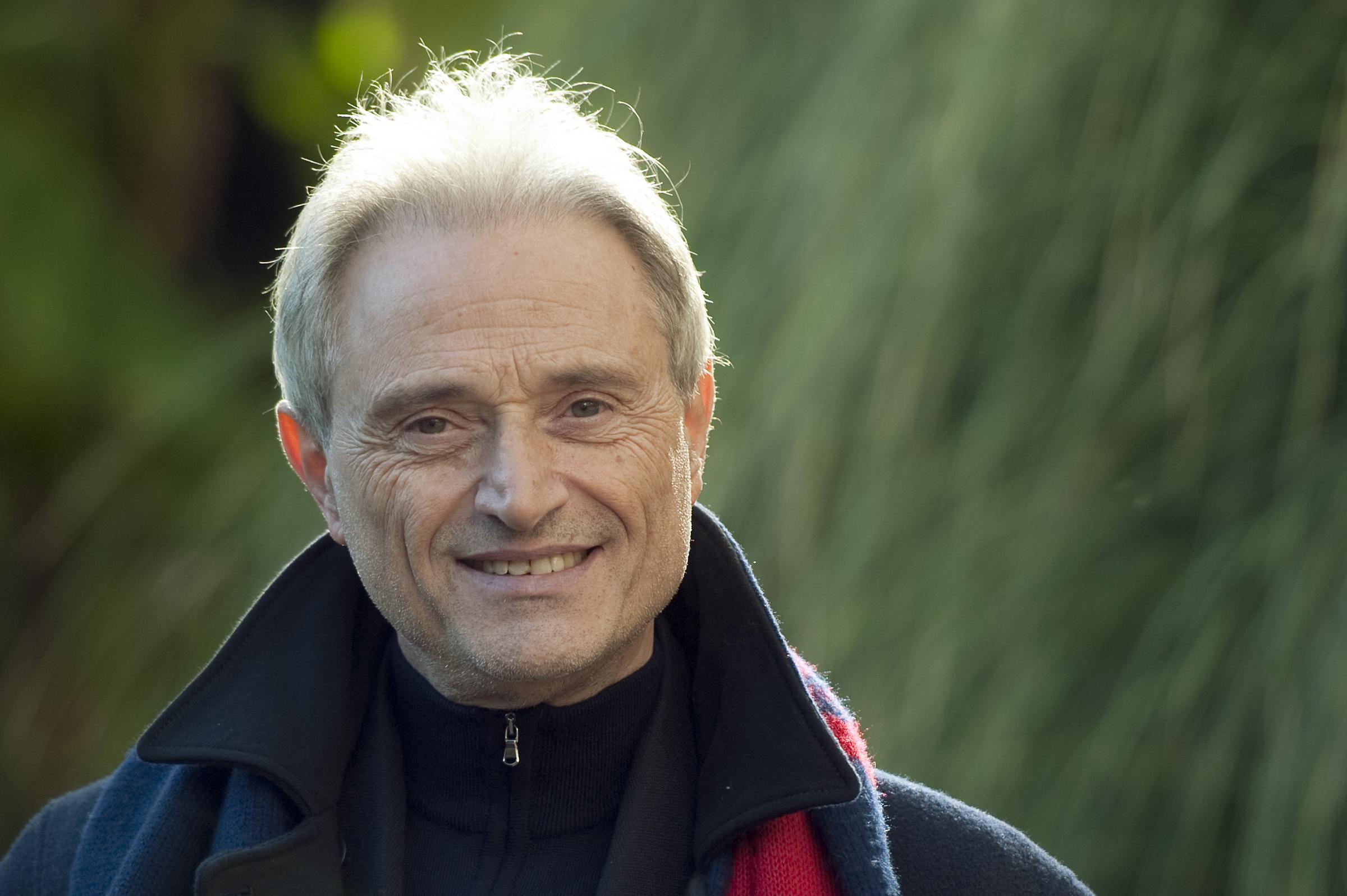Puglia, dramma per Amedeo Minghi mangia cozze prima di un concerto e finisce in prognosi riservata
