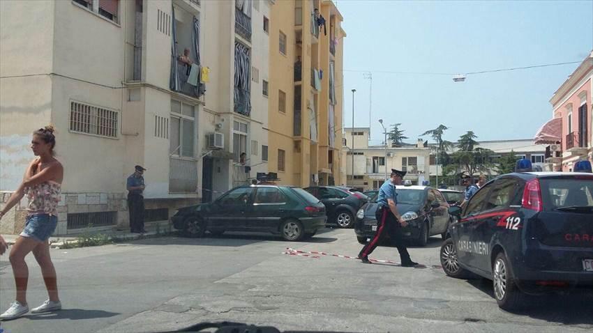 Bari, sparatoria in pieno giorno, muore un uomo e una donna è gravissima