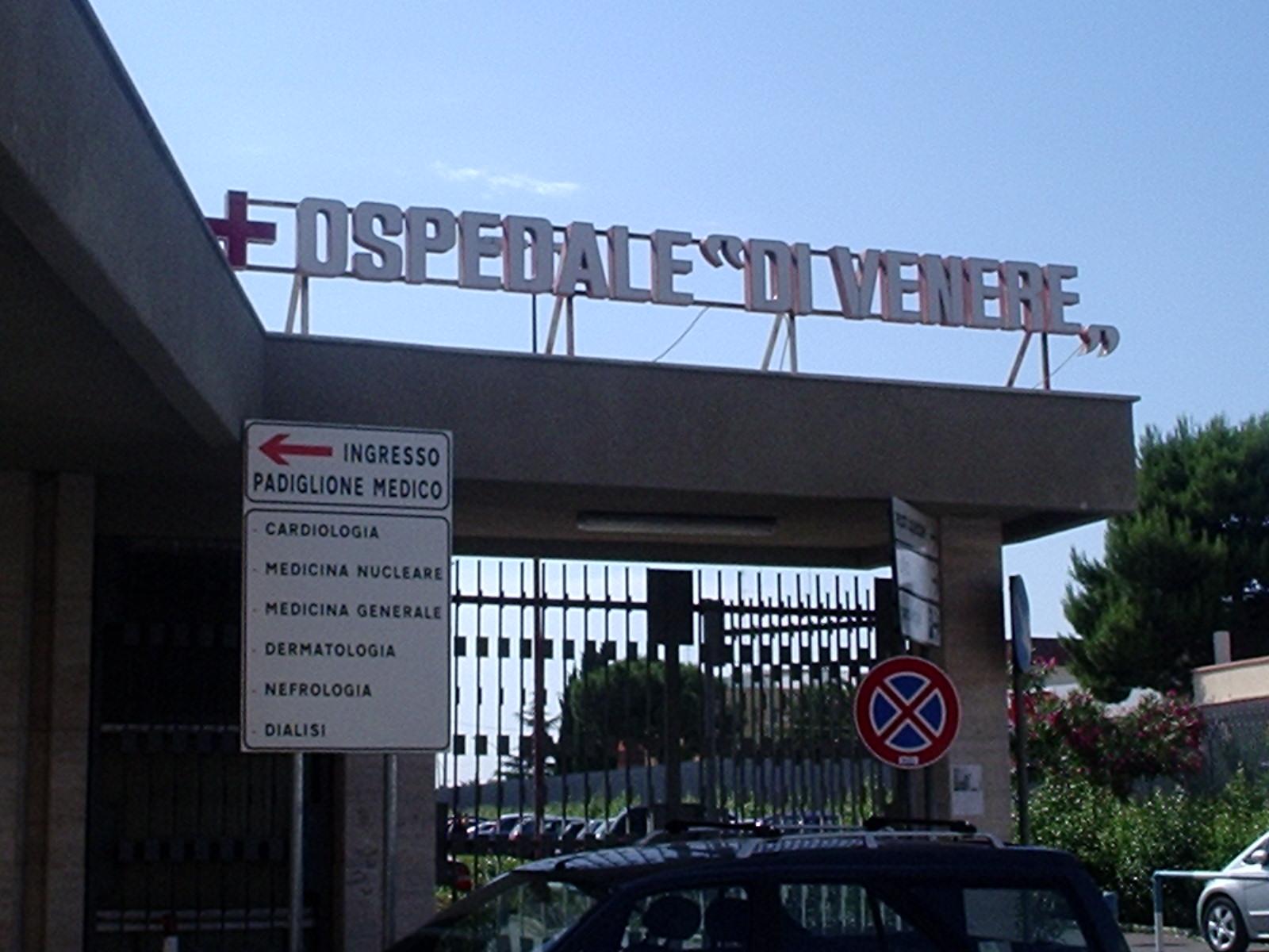 Bari, Ospedale di Venere, donna parcheggia in sosta vietata e poi picchia ferocemente una guardia giurata