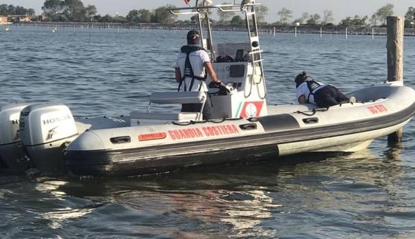 Orrore in mare, cadavere decapitato in mezzo all'acqua, donna sbalzata fuori da un gommone massacrata dall'elica