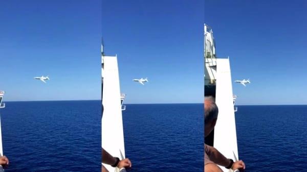 Nave italiana diretta a Barcellona sfiorata da Jet militari per tre volte, terrore tra i passeggeri, si è pensato ad attacco terroristico