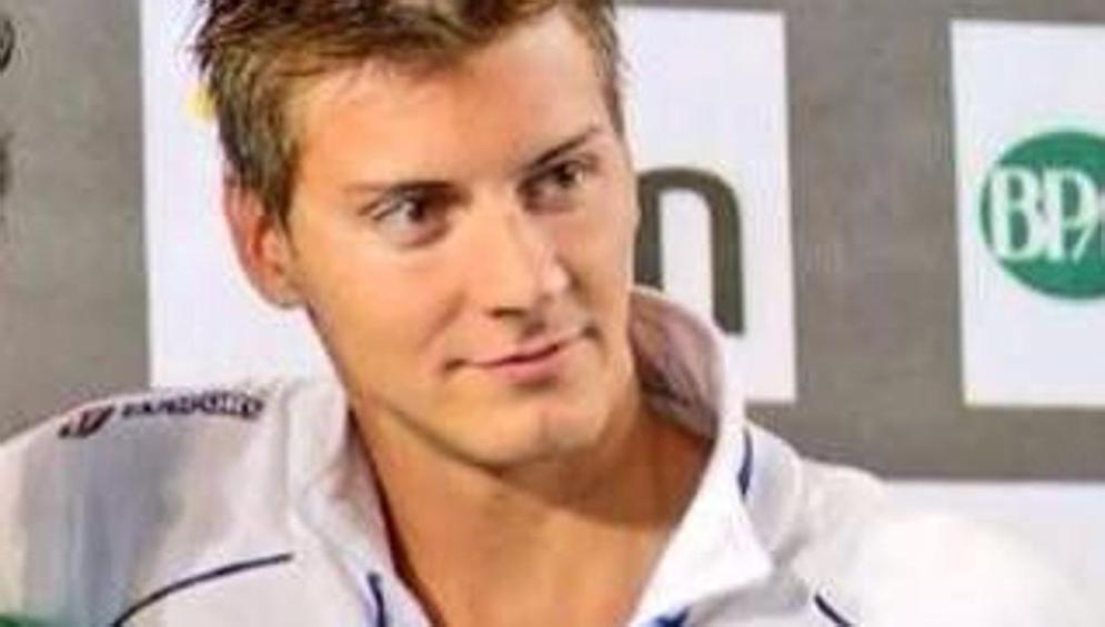 Choc nel mondo del nuoto, muore famosissimo atleta a soli 24 anni per un infarto