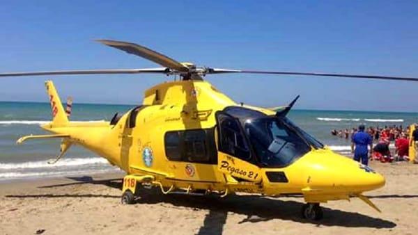 Tragedia in mare, uomo alla guida di moto d'acqua muore finendo sotto al motoscafo guidato dal figlio