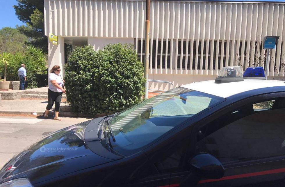Puglia, irruzione in un ufficio postale pieno di gente, banditi armati fuggono con bottino, dipendente colto da malore