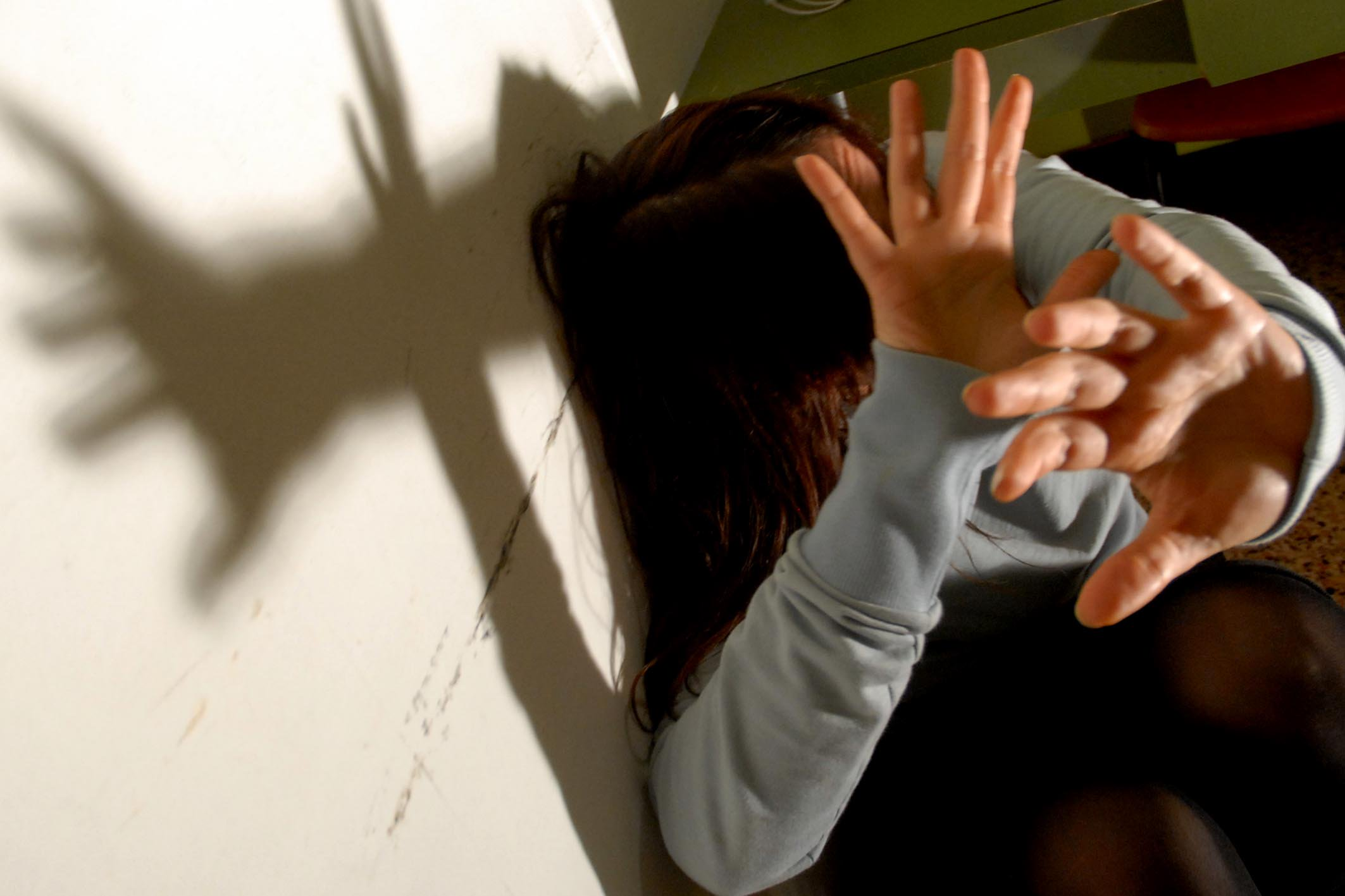 Rimini, studentessa 21enne violentata da due uomini probabilmente italiani