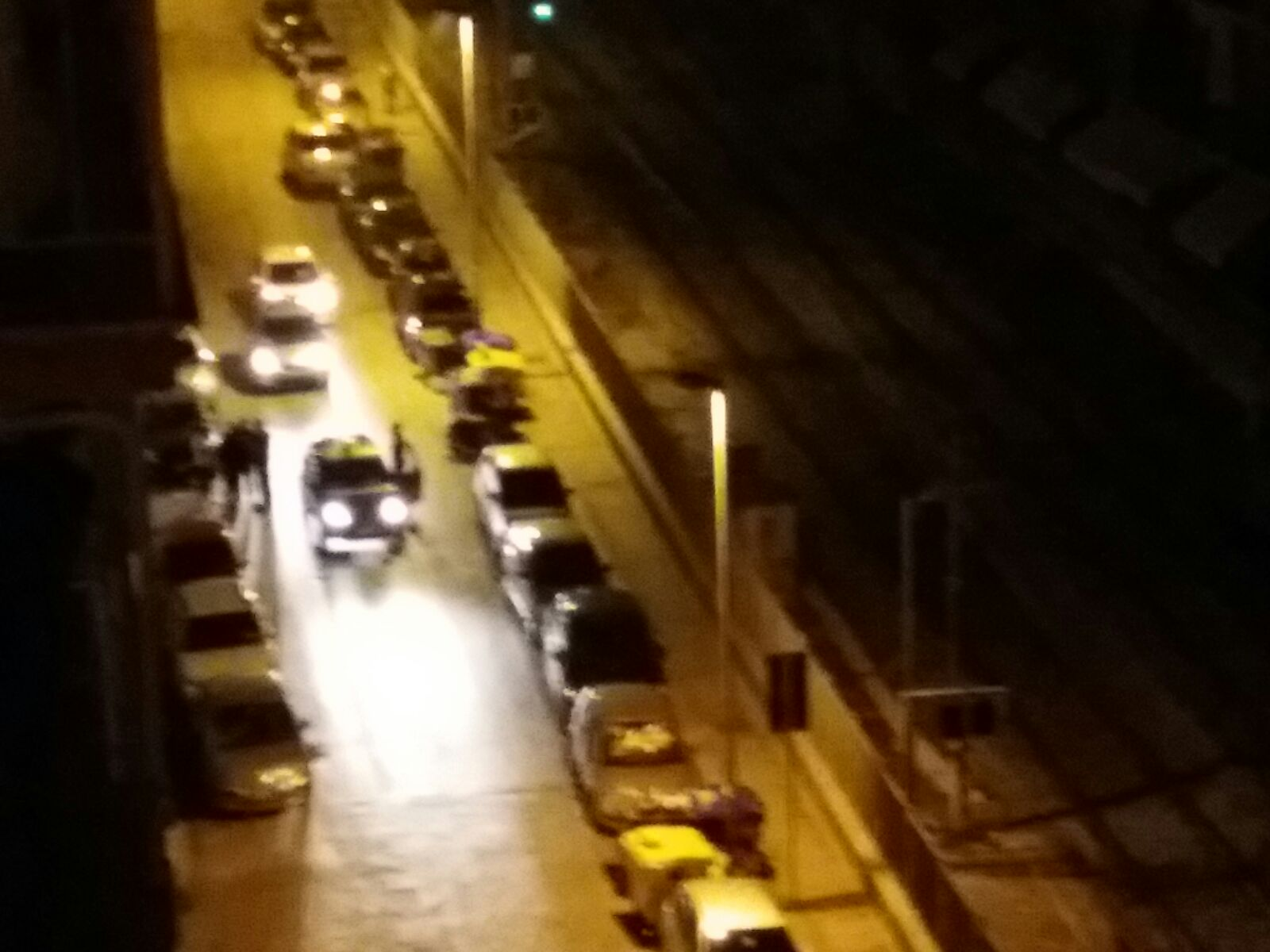 Bari, quartiere Madonnella, misteriosi fuochi d'artificio sui binari della Ferrovia, paura tra i residenti