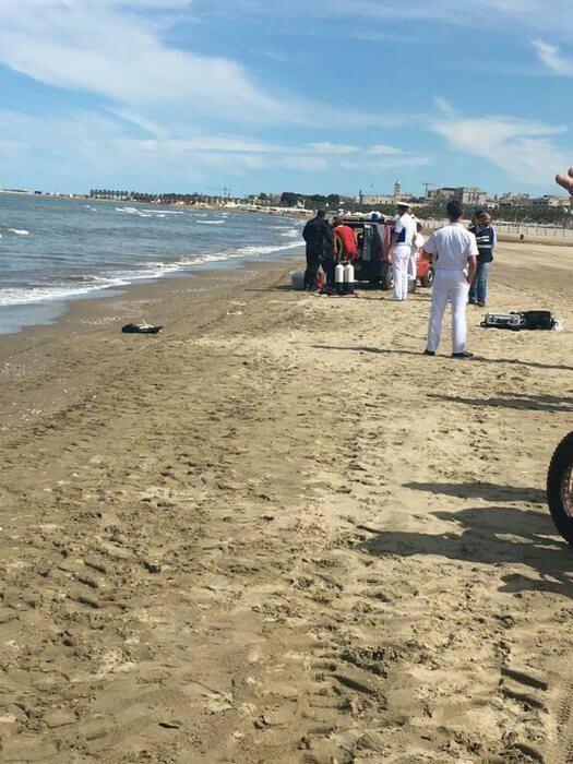 Giallo a Barletta, avvistato in mare il cadavere di una persona in avanzato stato di decomposizione