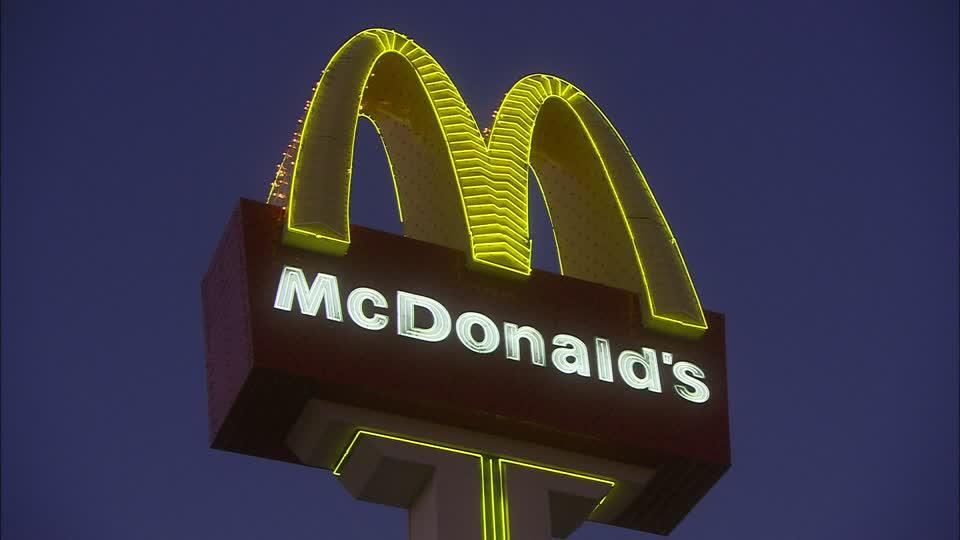 Puglia, rapina tra la folla al McDonald's, esplosi alcuni colpi di pistola, terrore tra i clienti