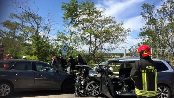 Puglia, violentissimo scontro frontale sulla complanare, 4 i feriti gravissimi ma la tac in ospedale non funziona