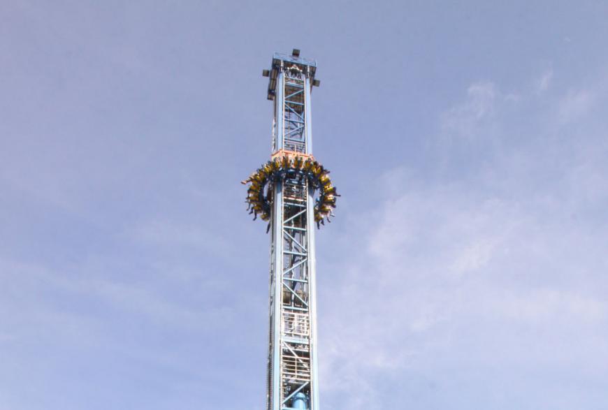 Momenti di terrore a Miragica giostra bloccata a 20 metri d'altezza per mezz'ora