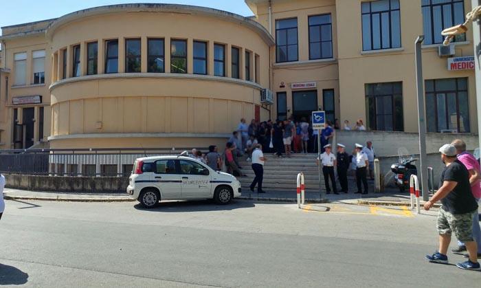 Muore al Policlinico di Bari, donna di 48 anni ustionata mentre faceva il nocino