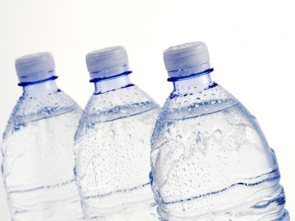 Batteri nell'acqua minerale: ecco i lotti richiamati dal Ministero