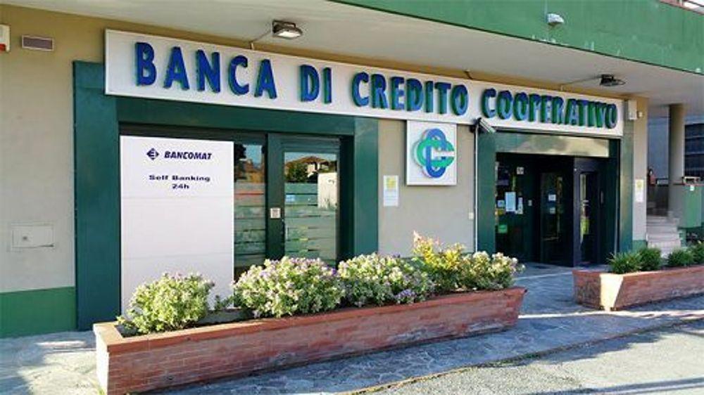 Puglia colpo gobbo, banditi svaligiano Banca, bottino di oltre 300mila euro, terrore tra dipendenti