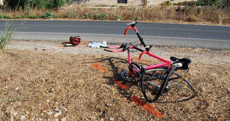 Paradosso in Puglia, schianto auto contro bici, conducente drogato, ciclista ubriaco, feriti entrambi