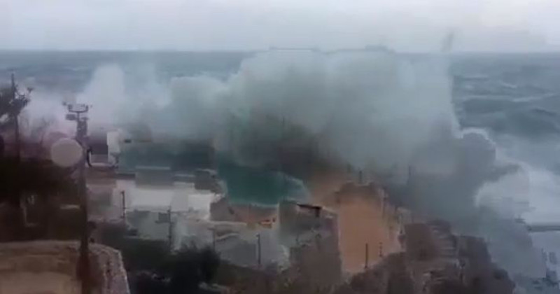 Puglia, come uno Tsunami, onde alte più di 5 metri hanno flagellato la costa, paura tra i cittadini