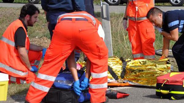 Puglia, gravissimo incidente, si ribalta furgone, per estrarre i passeggeri dalle lamiere intervengono i pompieri, 5 i feriti, due in fin di vita