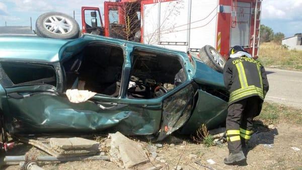 Puglia, terribile incidente stradale auto contro tir, nonno muore sul colpo estratto dalle lamiere, gravissimo il nipote