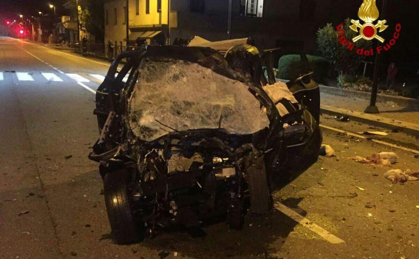 Drammatico incidente nella notte, scontro tra tir e auto, due ragazzi sono morti uno è gravissimo