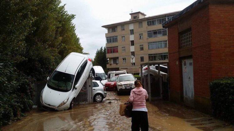 Alluvione Livorno, nonno eroe salva la nipotina di 4 anni e poi muore tentando di raggiungere l'altro nipotino