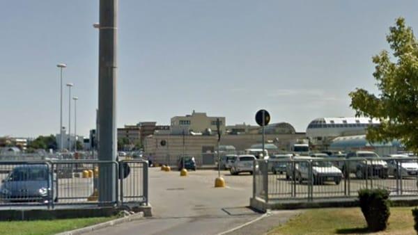 Puglia, uomo aggredisce con pugni e schiaffi tre ragazzine 13enni nel parcheggio dell'Ipercoop