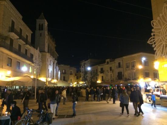 Bari, attimi di paura in Piazza Mercantile ucraino ubriaco picchia soccorritori del 118
