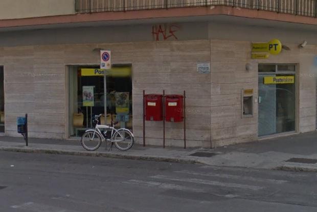 Puglia, attimi di terrore in un ufficio postale in pieno centro, bandito fa irruzione armato di pistola e coltello