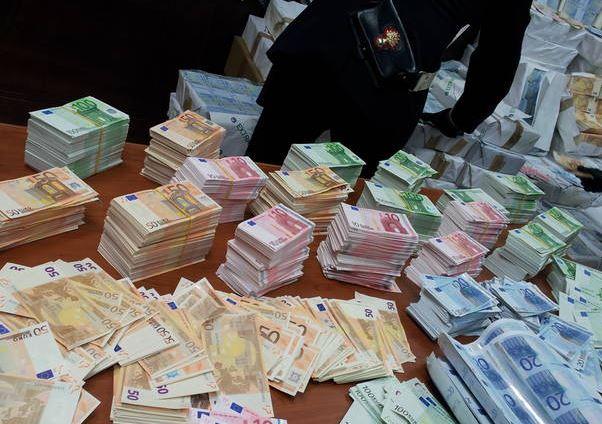 Bari, fermato insospettabile aveva in casa un milione di euro di banconote false