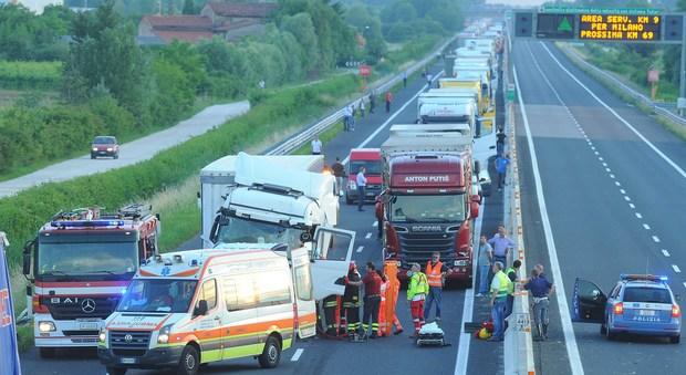Incidente mortale sull'autostrada, due chilometri di coda a Cainello