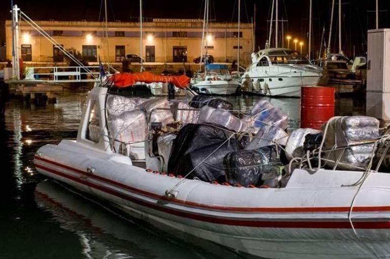 Mola, maxi sequestro di droga intercettato gommone con a bordo 1 tonnellata e mezzo di marijuana valore 15 milioni di euro