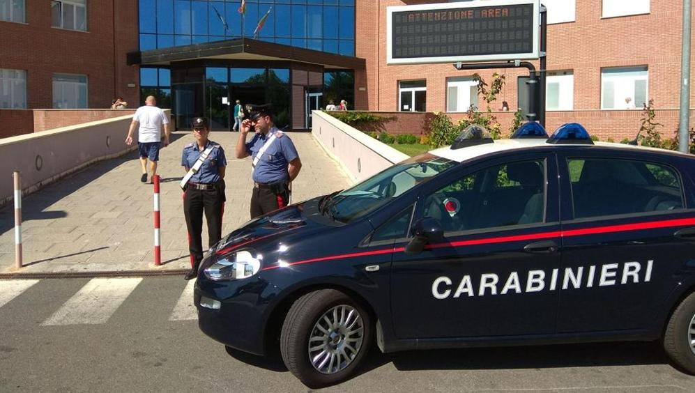 Puglia aggressione choc, donna sorprende ladro in casa e viene presa a martellate