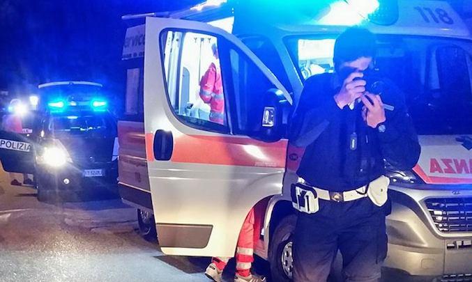 Nel barese, 26enne perde controllo dell'auto e finisce in una scarpata, è in fin di vita