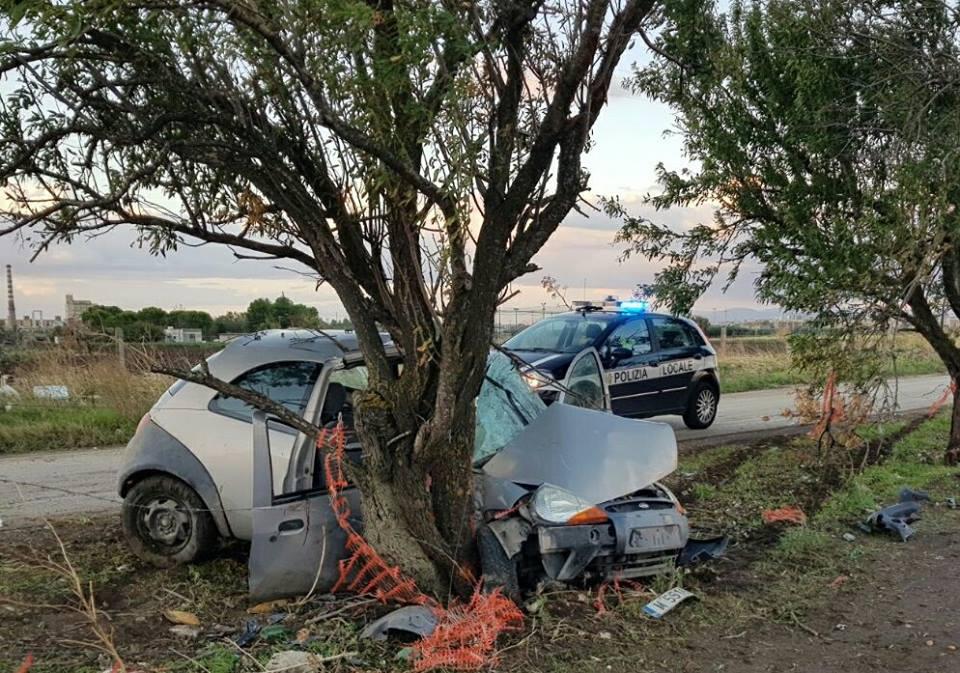 Puglia incidente all'alba, conducente perde il controllo dell'auto, due i feriti gravissimi