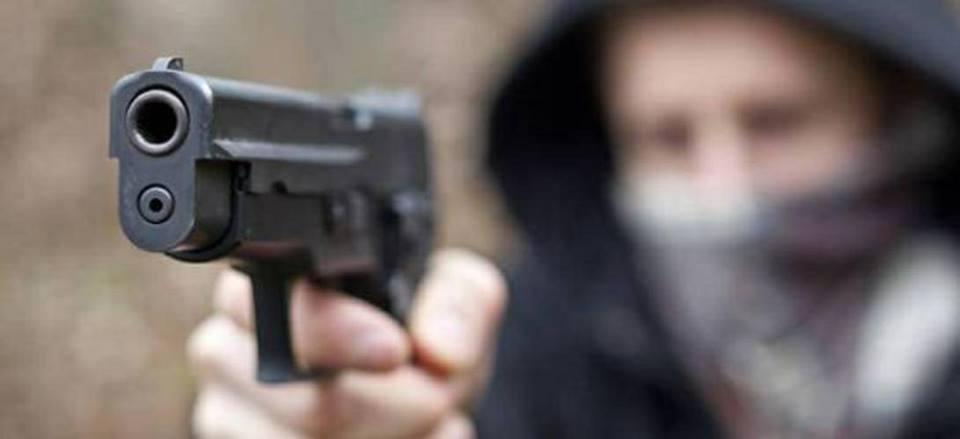 Puglia panico in un frequentatissimo bar, tre banditi armati fanno irruzione, clienti terrorizzati