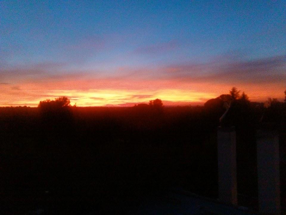Il cielo stasera era un dipinto, il tramonto che ha incantato Bari e l'Italia