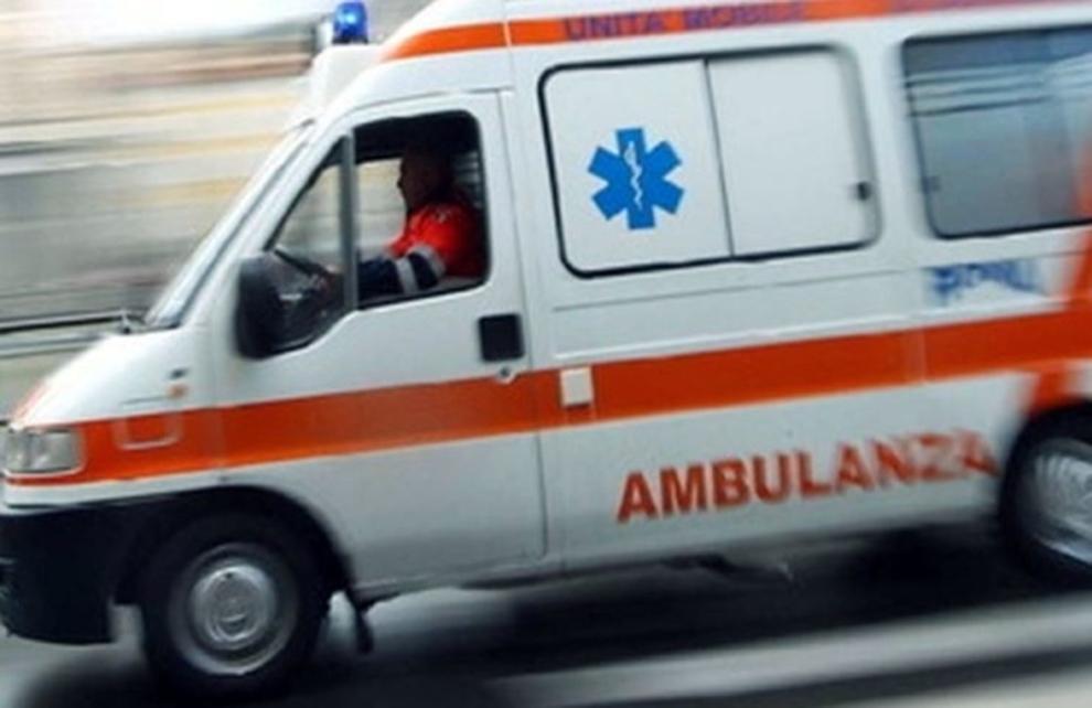 Bari in via Brigata Regina donna travolta da un'auto, trasportata d'urgenza in ospedale
