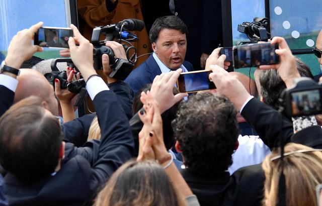 Sentimenti contrastanti… Renzi accolto a Polignano da molti fischi e parecchi applausi