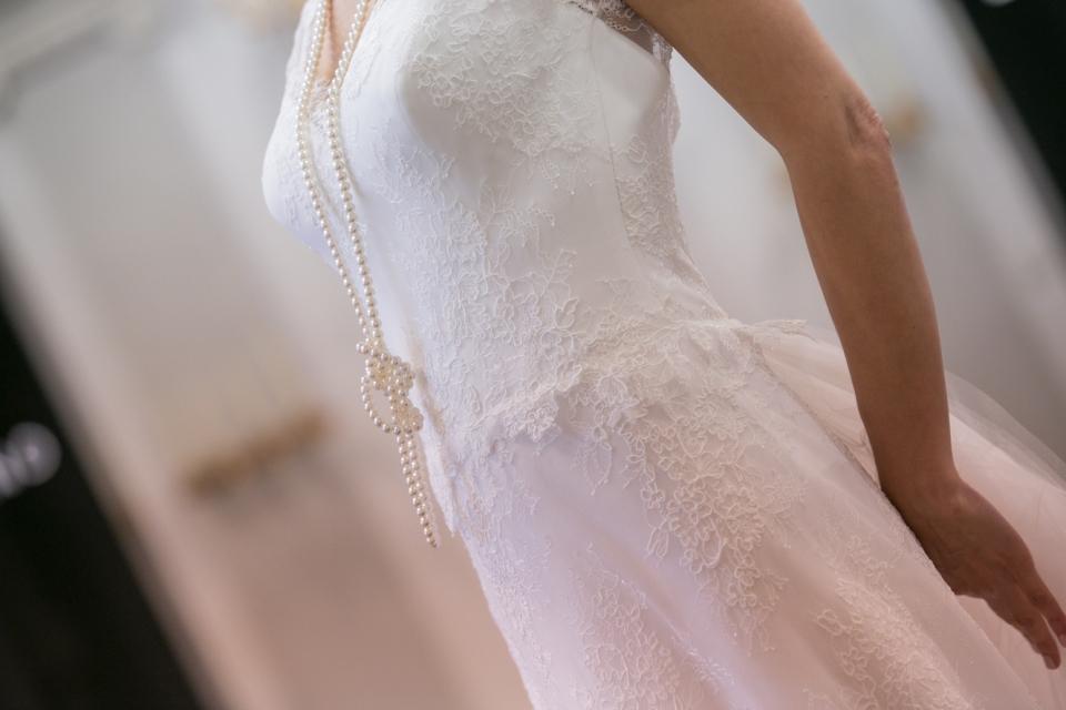 Puglia fatal destino, futura sposa vittima di un incidente, si stacca un cornicione che colpisce la donna, nozze rinviate