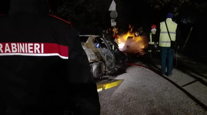 Puglia, drammatico incidente sulla SS16, tremendo impatto tra Mercedes e Punto, una donna è morta, otto feriti, due gravissimi tra cui una bambina