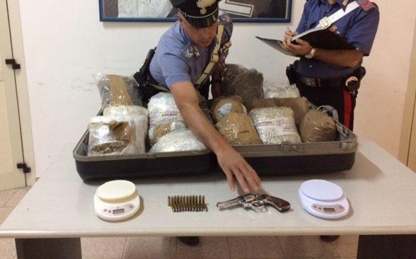 Bari a Carrassi arrestato insospettabile fruttivendolo incensurato, nel suo appartamento nascondeva 15 chili di droga