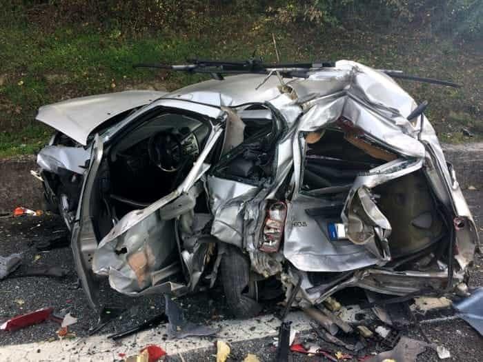 """Terribile incidente stradale """"al curvone della morte"""" su Sp 231, auto sbanda, muore un uomo, il suo corpo estratto dalle lamiere"""
