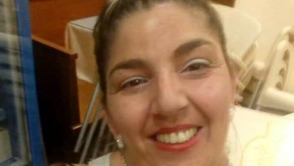 Ha un malore alla guida dell'auto e si schianta contro un muro: muore mamma di 47 anni